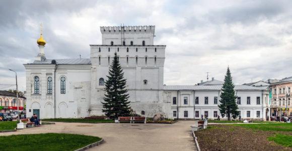 Власьевская башня и Знаменская церковь