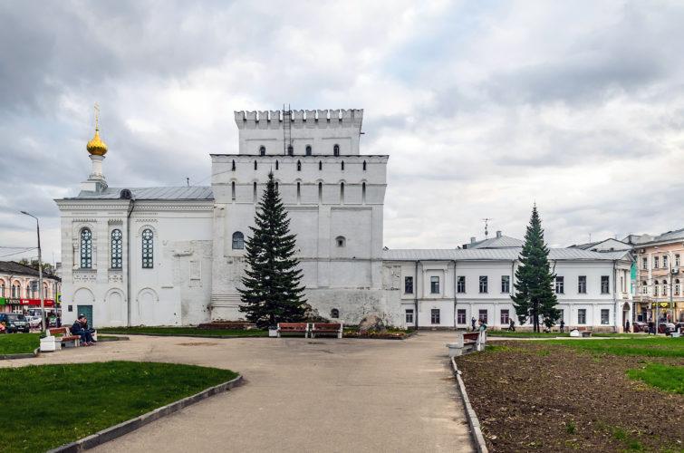 Ярославль Власьевская башня и Знаменская церковь