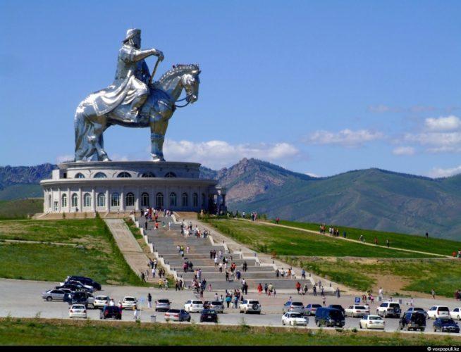 Улан Батор монумент Чингисхану