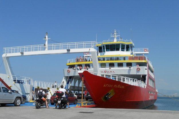 Паром - водный транспорт Греции