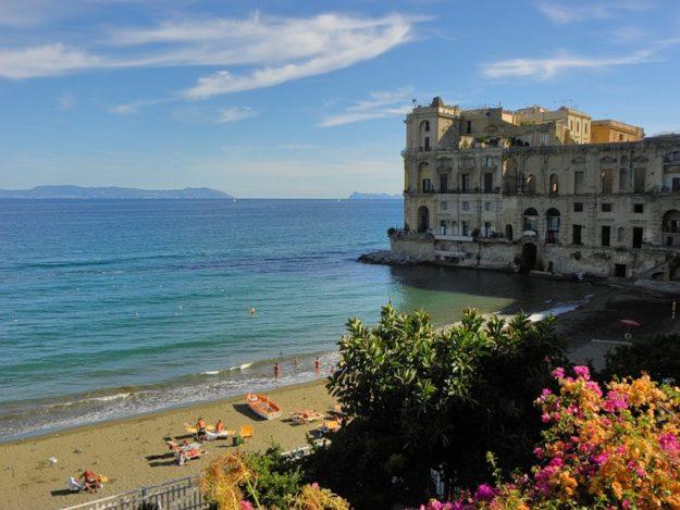 Неаполь пляж
