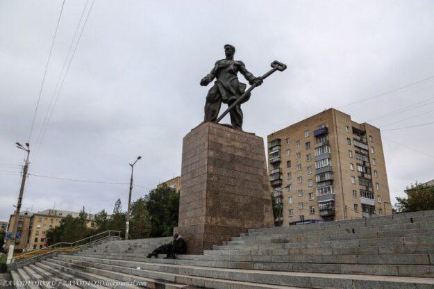 """Магнитогорск Памятник """"Металург"""""""