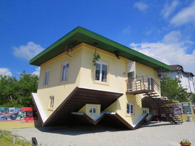 «Дом вверх дном»