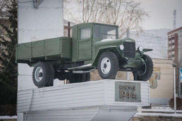 Памятник первому автомобилю