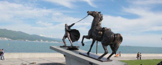 Памятник «Исход»