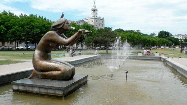Памятник-фонтан Дарующая воду